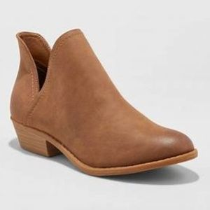 Nora V-Cut Ankle Booties - Universal Thread